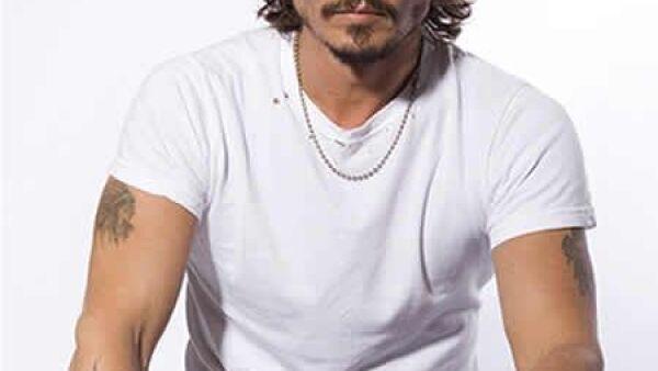 """Johnny Depp es un gran aficionado a los tatuajes, se conocen más de 14. Además de el nombre de sus hijos Lily Rose y Jack, tiene uno que lee """"Wino Forever"""", el cual solía decir """"Winona Forever"""" hasta antes de su rompimiento con la actriz. Depp tiene tambi"""