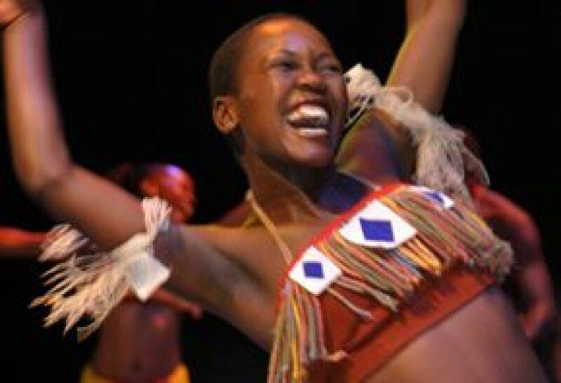 African Footprint transmite la cultura del continente africano a través de tambores, jambés y saxofón.