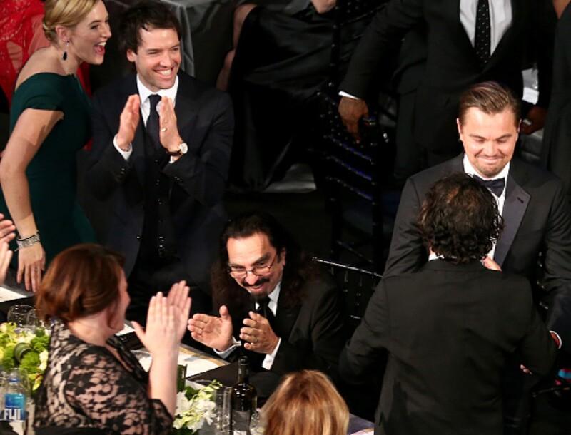 Kate literalmente brincó desde su lugar para felicitar a Leo.