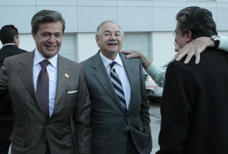 Según informaron medios nacionales, Salinas de Gortari fue invitado especialmente por Carlos Peralta, presidente de grupo IUSA, y que trabaja en una empresa de beneficio social de la compañía.