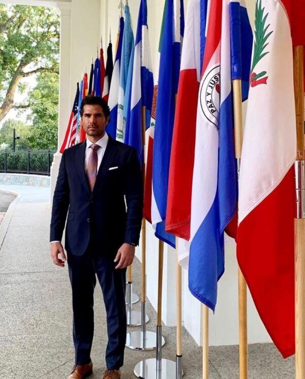 Eduardo Verástegui en la Casa Blanca 5.jpg