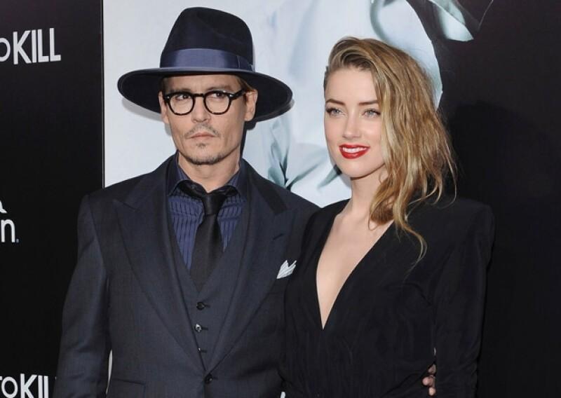 En una ochentera y privada celebración en Los Ángeles, la pareja de actores celebró su compromiso acompañados de invitados especiales, como la hermana de Amber y el hijo de Johnny.