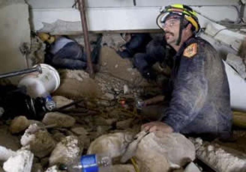 Equipos de rescate aceleran la búsqueda de sobrevivientes. (Foto: Reuters)