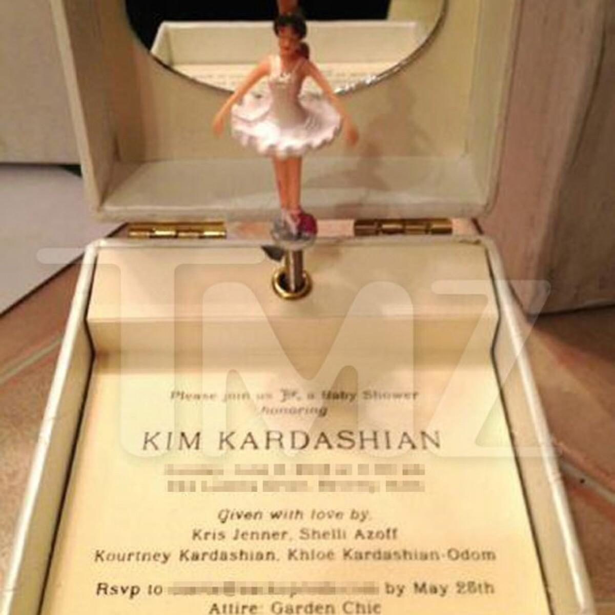 La original invitación al baby shower de Kim: una caja musical