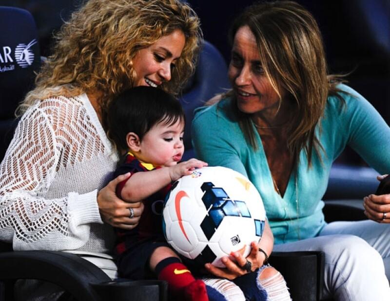 La cantante compartió a través de Twitter una recomendación de Montserrat Bernabéu sobre las precauciones que se deberían tener para prevenir daño cerebral en el futbol.