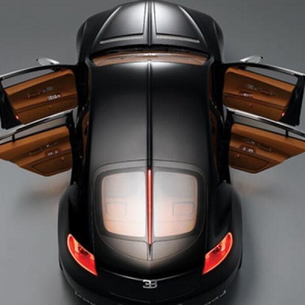 Parmigiani Fleurier, el fabricante de relojes suizo, creó el concepto de torbellino Bugatti para el Galibier: un reloj integrado en el salpicadero del automóvil que se puede extraer y transformar en un reloj de pulsera, de bolsillo o de mesa.