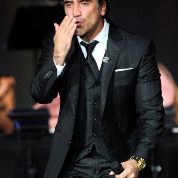 Alejandro Fernández cantó para el tenor.