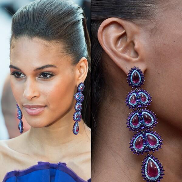 La modelo Cindy Bruna llevó unos impresionantes aretes de Chopard para la premiere de `Julieta´.