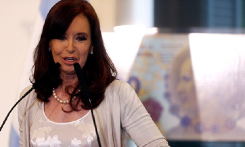 Cristina Fernández impulsó una ley en 2009 para que grandes empresas periodísticas tuvieran que desprenderse de medios. (Foto: Reuters)