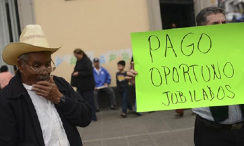 Las tendencias demográficas ayudan por ahora a mitigar las prácticas deficientes de fondeo de pensiones. (Foto: Cuartoscuro)