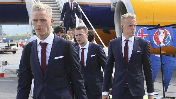 Tras su calificación, Islandia fue contactada por marcas grandes, pero se quedaron con Errea.
