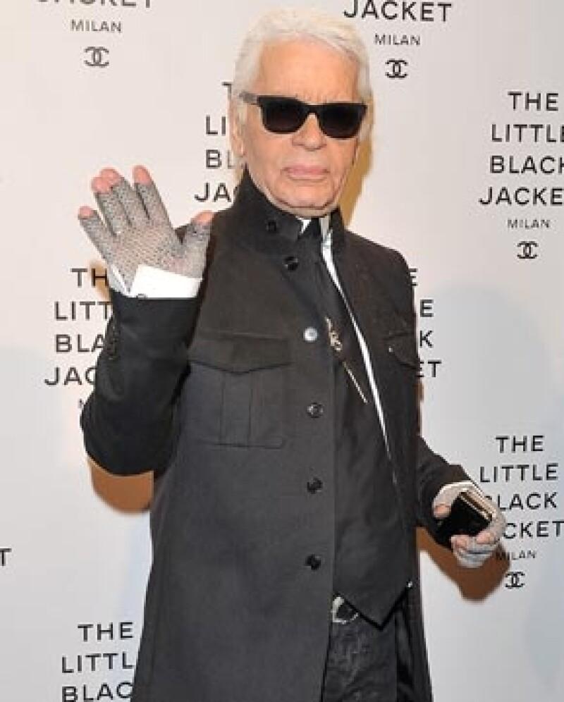 El diseñador Roberto Cavalli criticó de manera tajante al director creativo de Chanel, por usar atuendos estrafalarios.