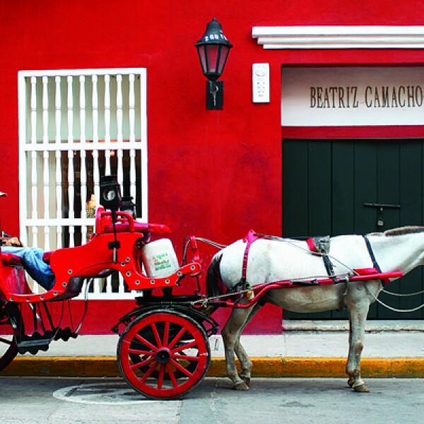 La mejor manera de conocer Cartagena de Indias es con un carruaje que recorre las calles del centro histórico.