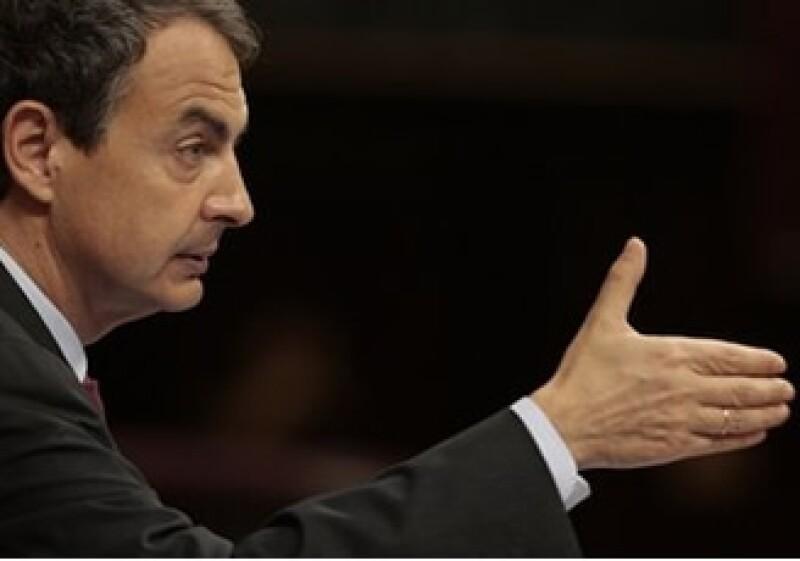 El presidente Zapatero anunció una reducción de 5% en el salario de los burócratas, cuyo ingreso se congelará en el 2011. (Foto: AP)