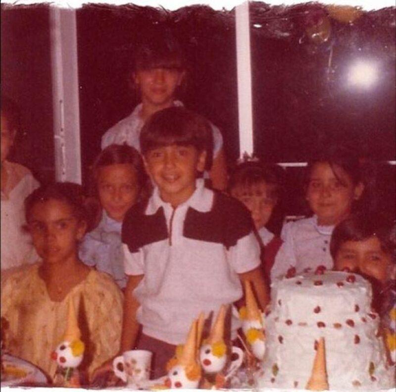 El hijo de Vicente Fernández recordó su infancia a través de estas imágenes.