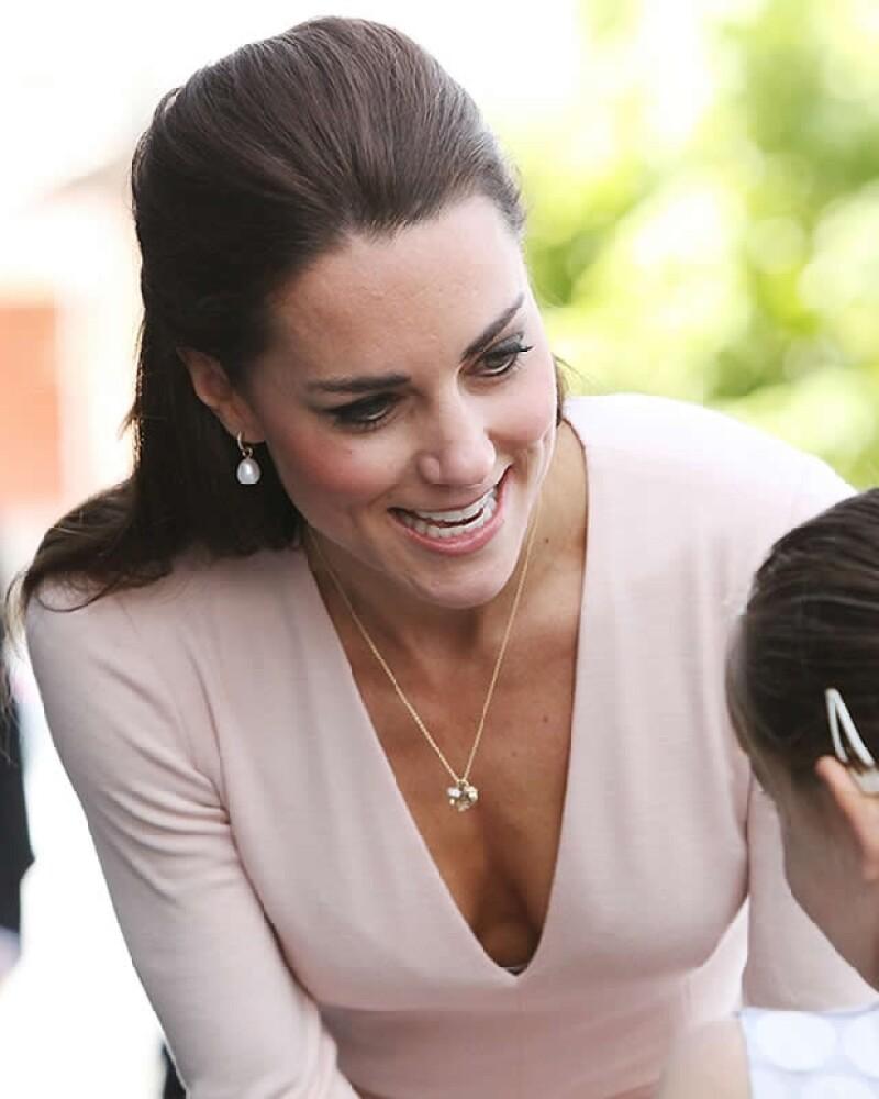La Duquesa de Cambridge dejó ver un poco más de lo normal.