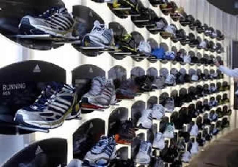 No se ha anunciado si los tenis llevarán la marca Adidas.  (Foto: AP)