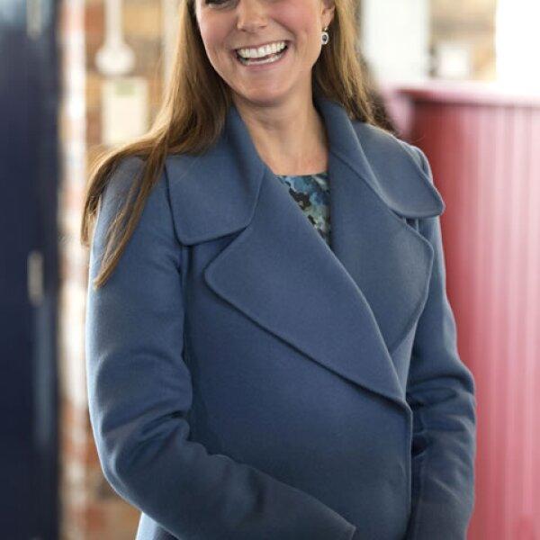 Para ese 18 de febrero Kate portó un abrigo azul.