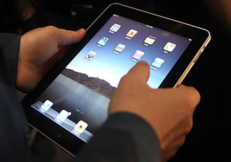 El aparato tecnológico, iPad, será vendido y distribuido por Apple con opción a servicios de enlace de datos 3G con AT&T por 29.99 dólares con acceso a datos e internet ilimitados. (Foto: Reuters)