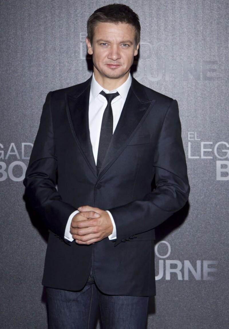 """El protagonista de """"El Legado Bourne"""", quien estuvo de visita en México esta semana, confesó que no sabe del trabajo de la veracruzana en Hollywood y tampoco conoce a Demian Bichir y Diego Boneta."""