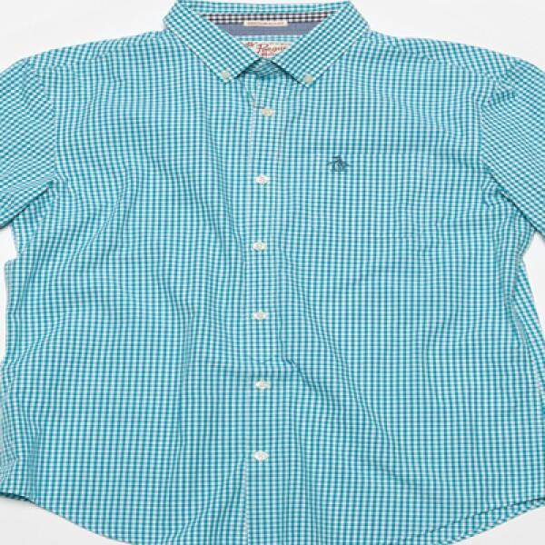 Camisas con tonos verdes, rojos, beige, azules y blanco dominan la temporada.