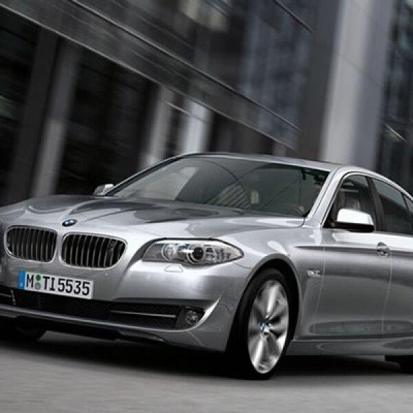El nuevo BMW Serie 5 2011 luce más deportivo, con ciertos trazos que nos recuerdan a un coupé, y con congruencia completa en la gama, entre los Serie 7, Serie 5 Gran Turismo y Serie 5.