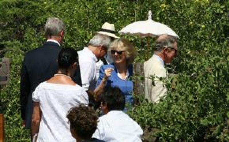 El heredero a la corona británica y su esposa pasearon por la isla Seymour Norte, dentro del Parque Nacional Galápagos (PNG), donde observaron algunas de las especies únicas que posee el archipiélago.