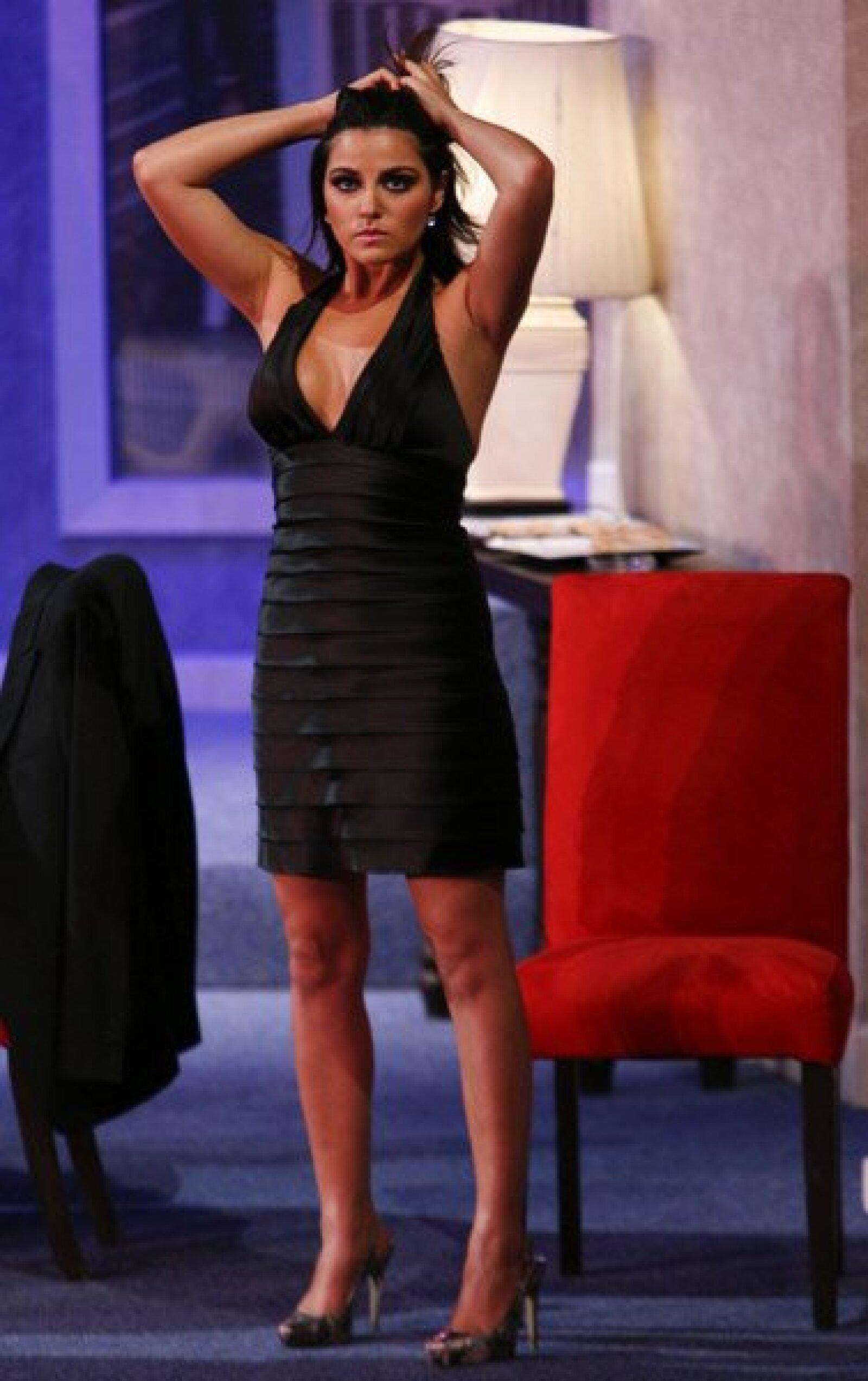 Maite Perroni demostró que no sólo sabe actuar bien, sino que tiene un buen cuerpo y que es muy sexy cuando se lo propone.