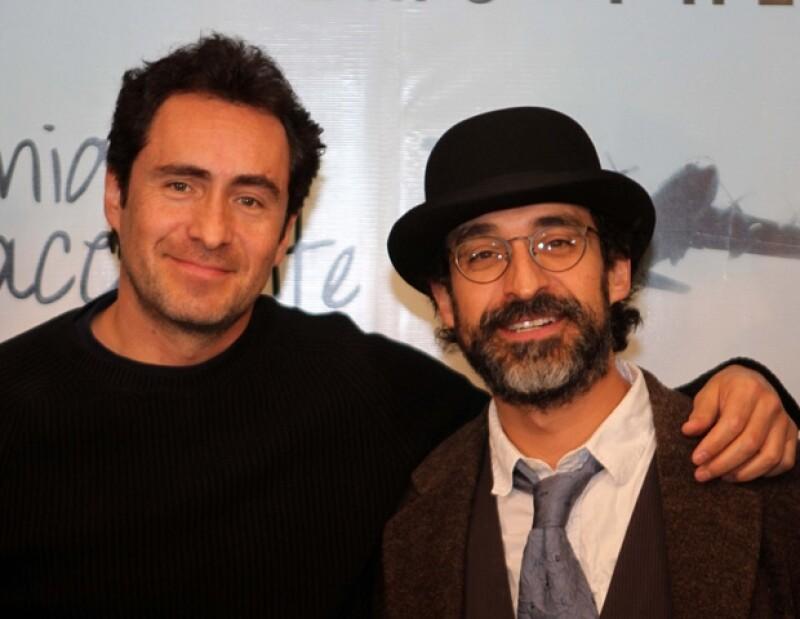 Demián y Bruno tienen una muy buena relación de trabajo en la obra de teatro, en la cual el menor de los hermanos Bichir es el director.