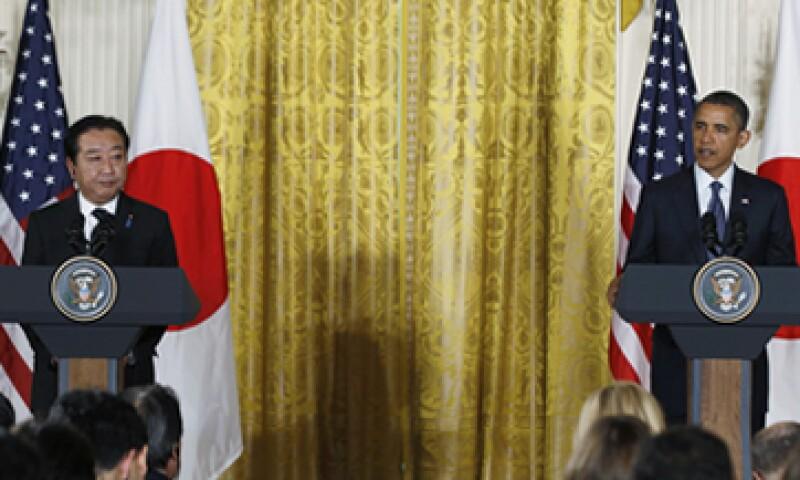El presidente de EU, Barack Obama, expresó su apoyo al premier Yoshihiko Noda (i) para que Japón se una a las conversaciones. (Foto: Reuters)