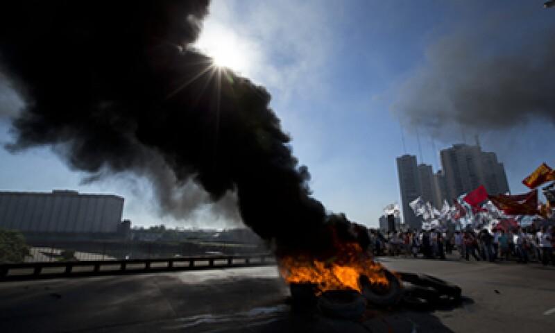 Los bloqueos estrangularon el flujo vehicular en Buenos Aires. (Foto: AP)