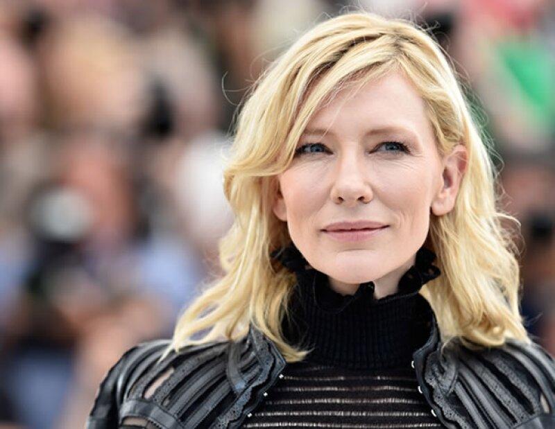 Si tienes una piel muy blanca como Cate Blanchett de 46 años, recuerda cuidar más tu piel para evitar que se truenen los vasos capilares.