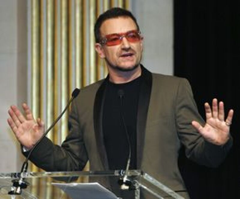 El líder de U2 habló sobre el cantante estadounidense en la primer columna que escribe para el periódico The New York Times.