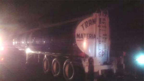 En la pipa recuperada había 11,000 litros de combustible, de acuerdo con las autoridades.
