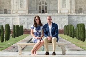 Los duques lucieron felices y sonrientes, y admiraron la belleza del espectacular palacio.