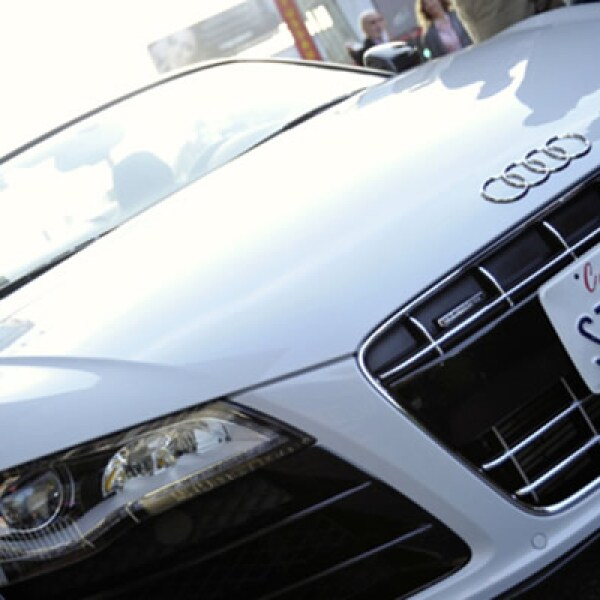 """El famoso Audi R8 Spyder tiene un papel protagónica en la película de acción, """"Iron Man 2"""". Observa esta pieza automovilística, la adrenalina convertida en auto."""