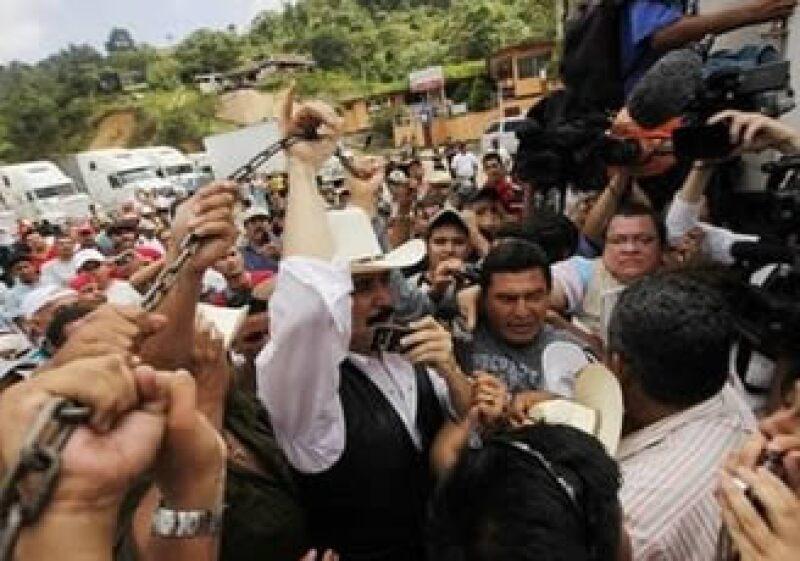 Manuel Zelaya estuvo en el puesto fronterizo de El Paraíso, Honduras. (Foto: AP)