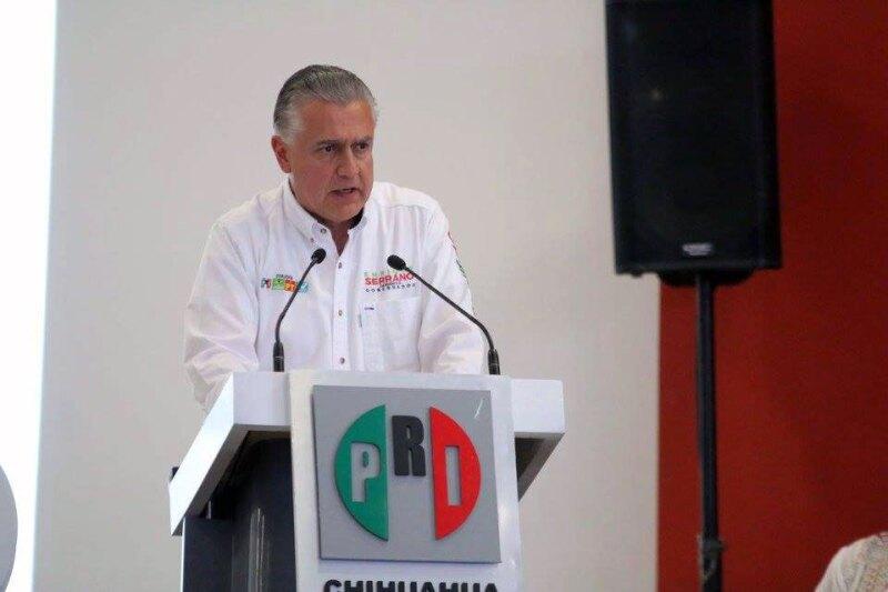El candidato priista inició su campaña plantando un árbol en la sede estatal de su partido, posteriormente dio a conocer sus acciones de campaña.
