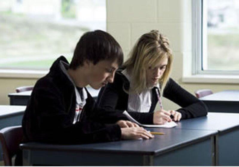 Una secuendaria de EU vende 20 puntos de examen por 20 dólares. (Foto: Jupiter Images)