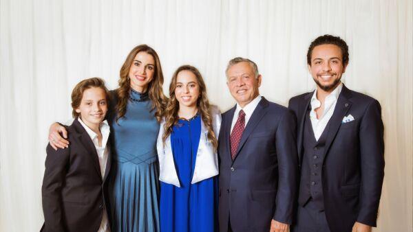Príncipe Hashem, Rania de Jordania, princesa Salma, rey Abdalá y el príncipe Hussein