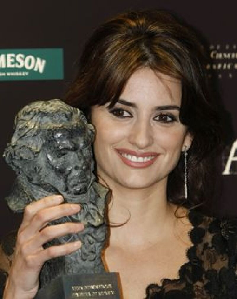 La actriz española fue elegida como la mejor actriz de reparto por su participación en Vicky Cristina Barcelona, durante la XXIII edición anual de los Premios Goya.