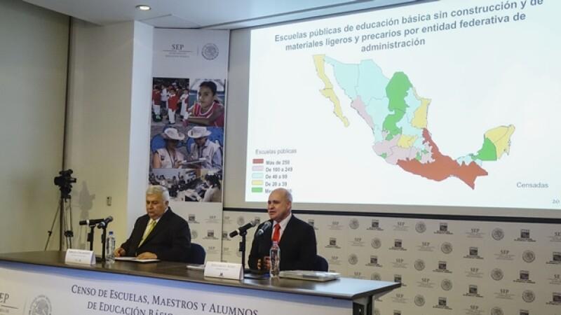 Emilio Chuayffet Chemor (izquierda) secretario de Educación Pública, y Eduardo Sojo (derecha)