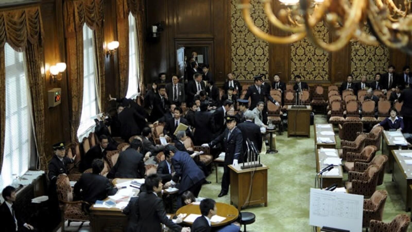 Legisladores japoneses fueron sorprendidos por el terremoto