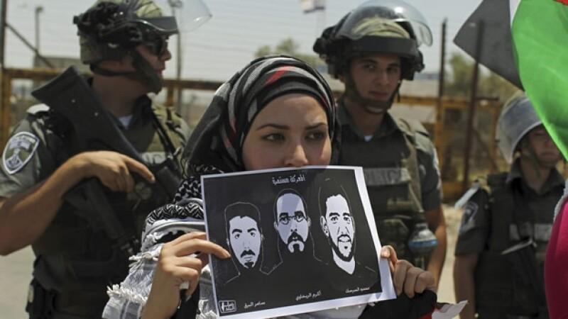 una activista pide ilberacion de futbolista palestnio