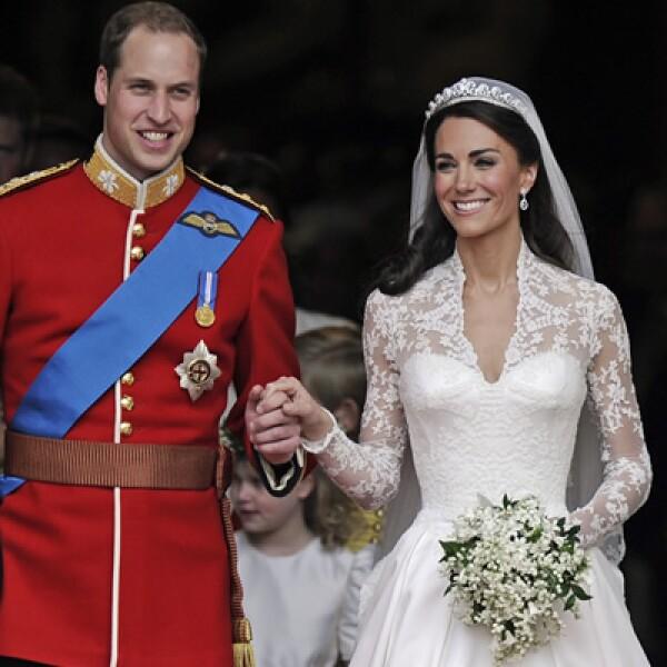 Kate Middleton y el Príncipe Guillermo se unieron en matrimonio el 29 de abril de 2011, en una boda que se transmitió al 95% de países del mundo.