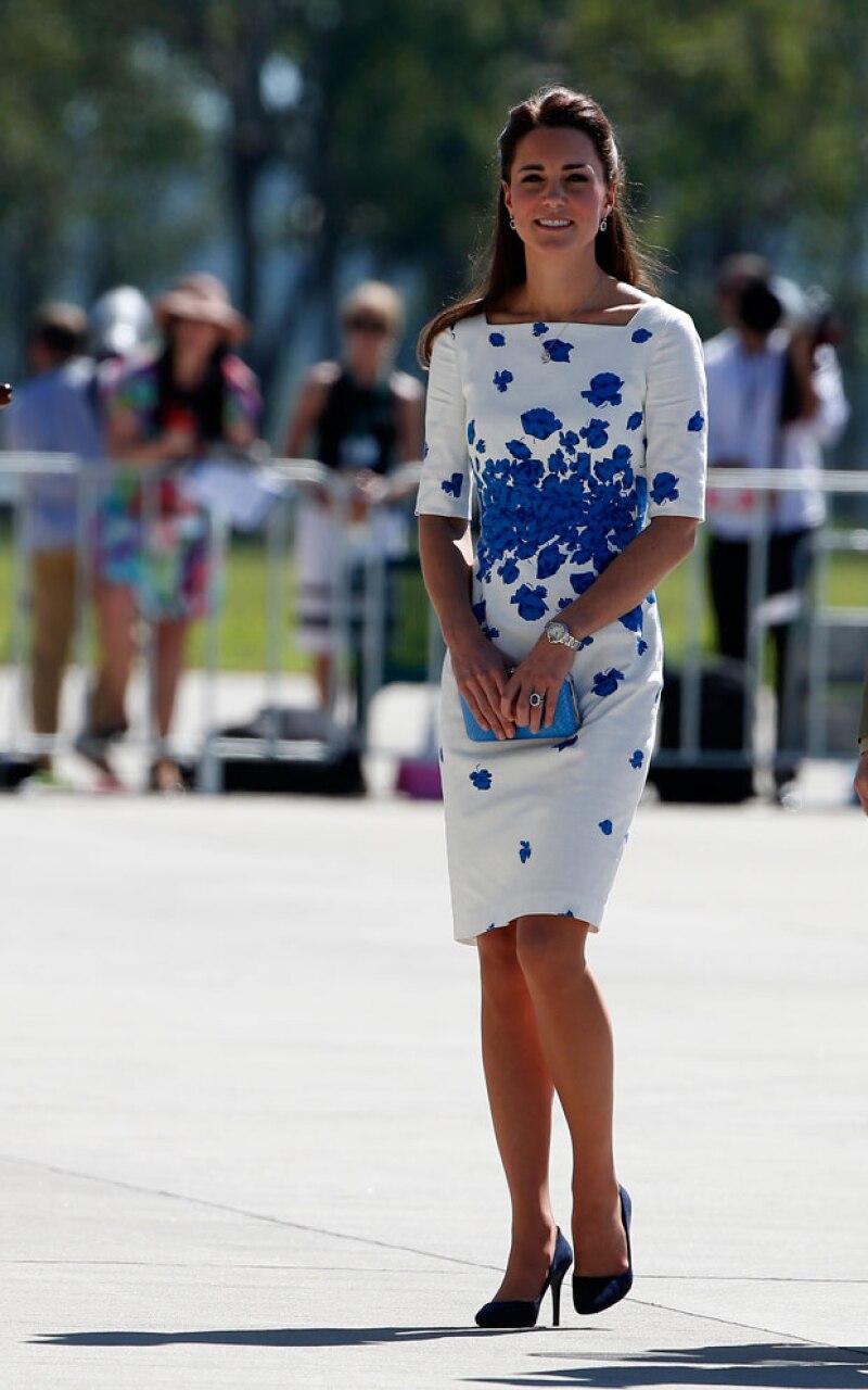 A pesar de tener que recorrer grandes distancias en visitas oficiales, la duquesa no deja sus tacones.