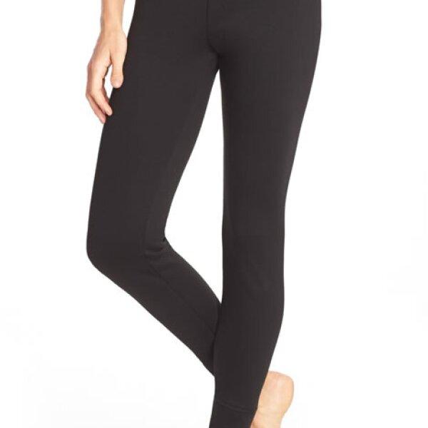 Estos leggings polares de UGG serán ideales para llevar bajo tus pantalones de esquiar. También te servirán para pasar la tarde en la cabaña.