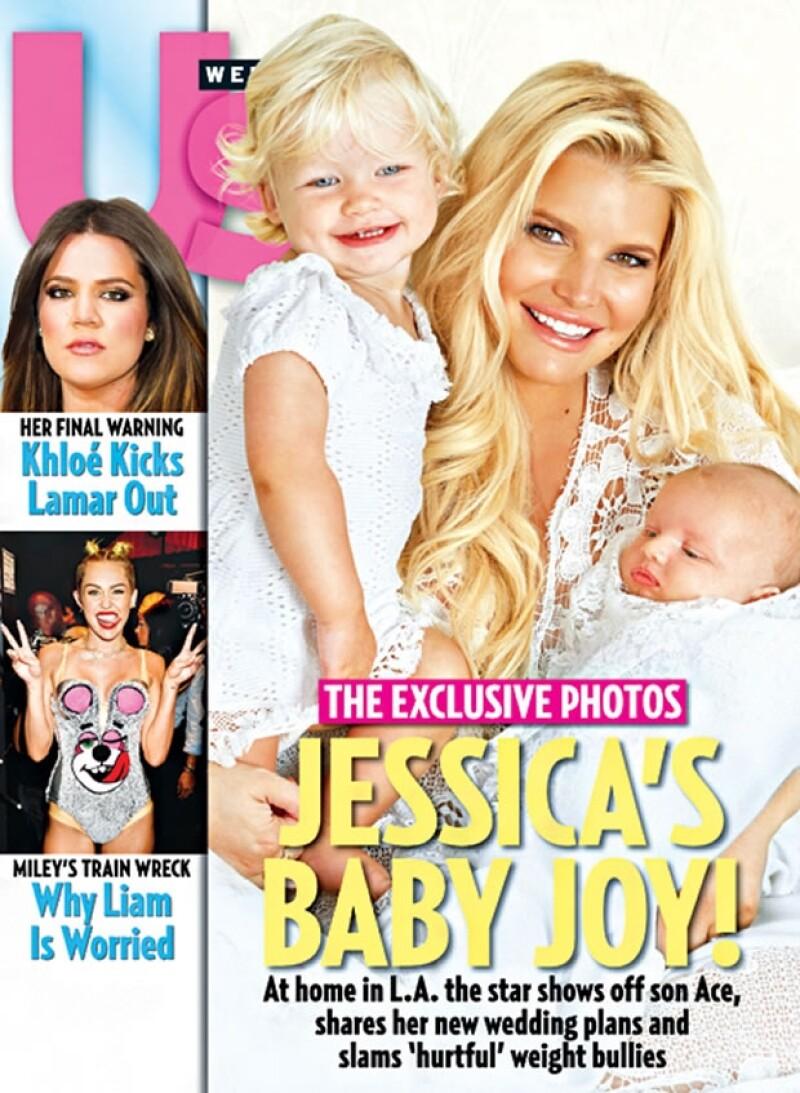 La cantante esperó dos meses para posar con el pequeño Ace. La exclusiva la dio a la revista US Weekly.