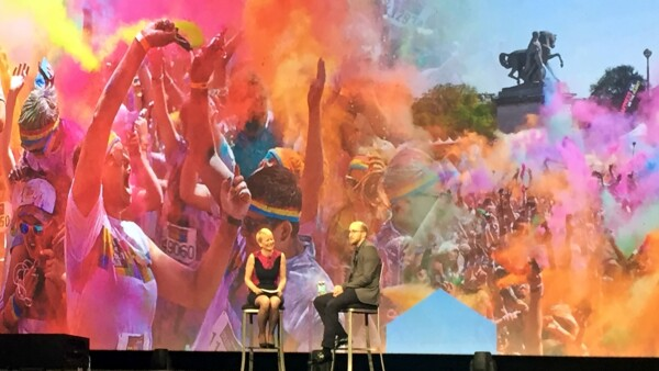 Harriet Green, VP de Watson e Internet of Things con el CEO de The Color Run.
