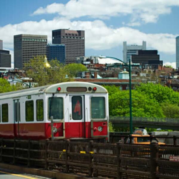 El primer Metro en Estados Unidos cuenta actualmente con cinco líneas; el boleto cuesta 2 dólares.